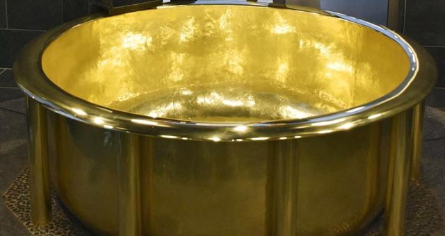 154 kilogram ağırlığındaki dünyanın en ağır altın küveti Japonya'da
