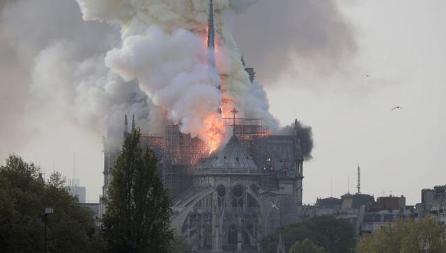 Notre Dame Katedrali'nin yeniden inşası için yasa tasarısı hazırlandı
