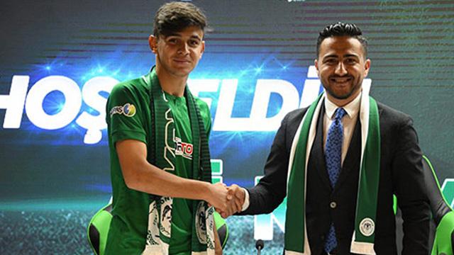 Konyaspor Ali Karakaya ile profesyonel sözleşme imzaladı