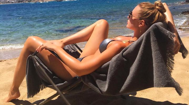 Chloe Loughnan, kendi markasının tanga ve bikini katalog çekimleri için Miami'de.