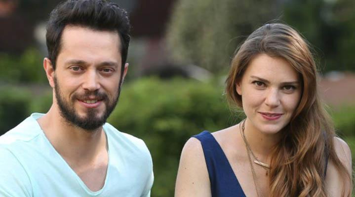 2016 yılından beraber olan ikili, daha önce de ayrılık kararı alan Murat Boz ve Aslı Enver, ayrılığa sadece 2 ay dayanabilmişti.