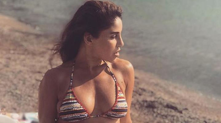 Denizin ve güneşli havanın tadını çıkaran Ünal, tatil pozlarını sosyal medya hesabından paylaşıyor.