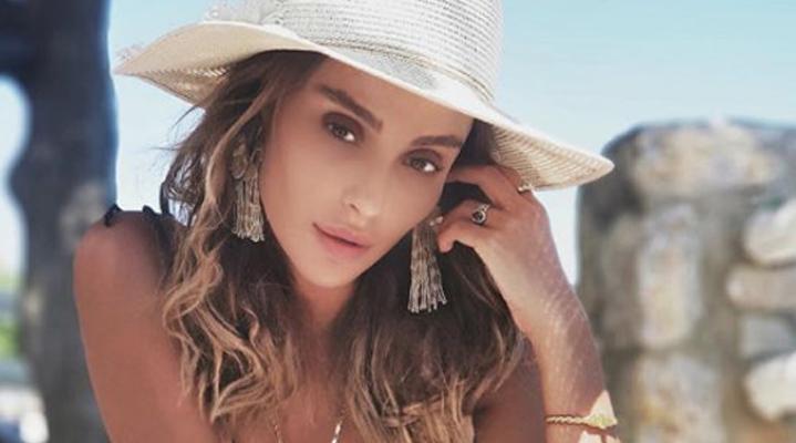 Özge Ulusoy, Joaquim Lundholm ile aşk yaşadığını Instagram hesabından yaptığı paylaşımla ilan etti.