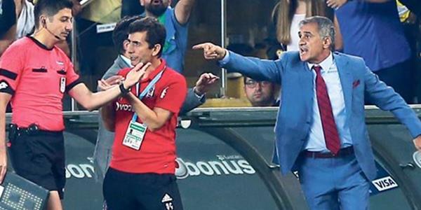 Fenerbahçe Stadı'nda Şenol Güneş'e saldırı!