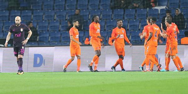 Başakşehir Galatasaray'ı darmadağın etti!