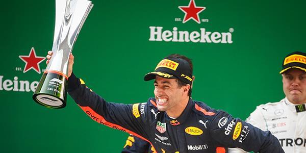 Çin'de kazanan Daniel Ricciardo