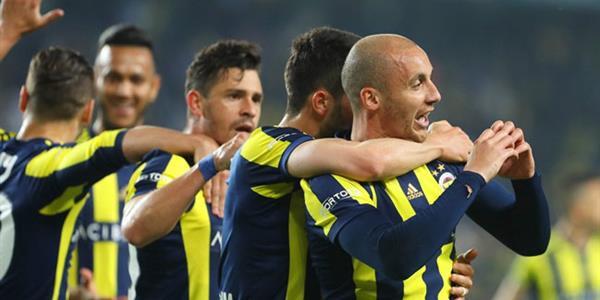 Fenerbahçe, Antalyaspor maçını kazanıp derbiyi beklemeye koyuldu